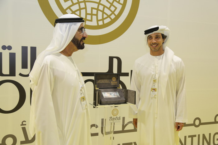 His Highness Sheikh Mohammed bin Rashid al Maktoum receiving the first 1,000 AED from Sheikh Mansour bin Zayed, Deputy Prime Minister and Minister of Presidential Affairs.